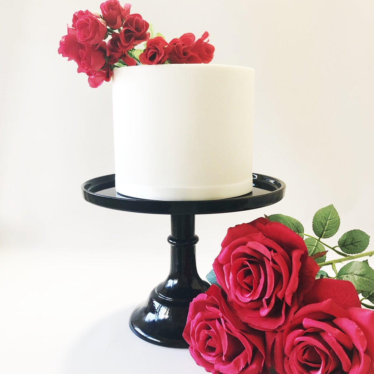 Single Tier with Red Roses