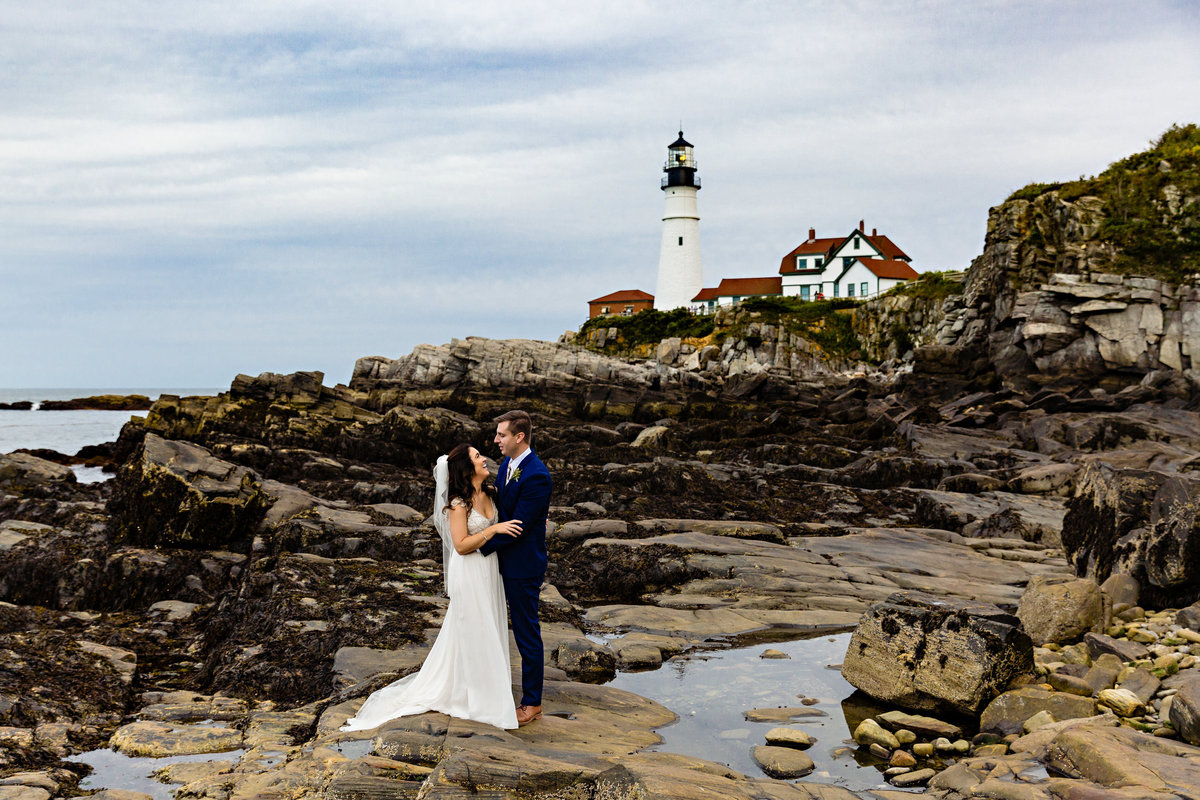 Cape-Elizabeth-Elopement-Photographer-Portland-Headlight-Maine-Fort-Williams-bride-groom