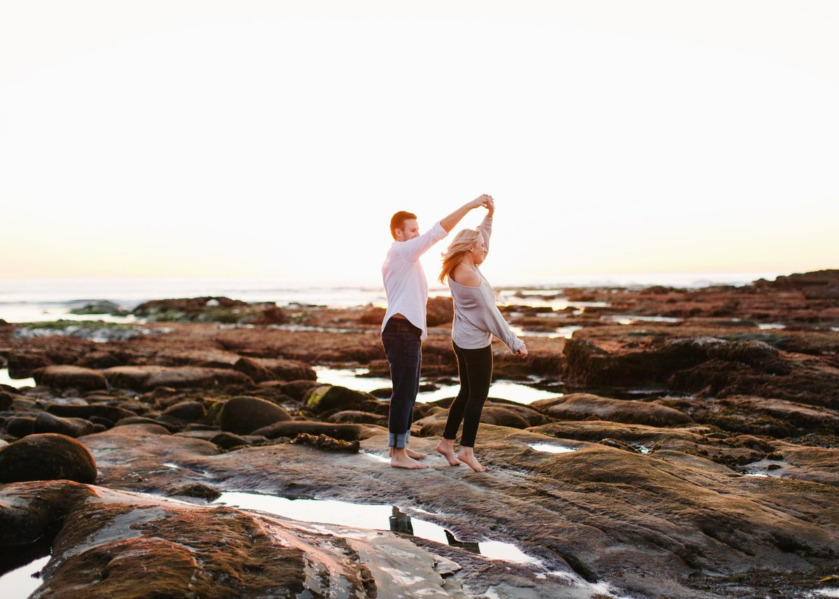 Katherine_beth_photography_San_diego_wedding_photographer_san_diego_wedding_san_diego_engagement_windandsea_engagement_004-min