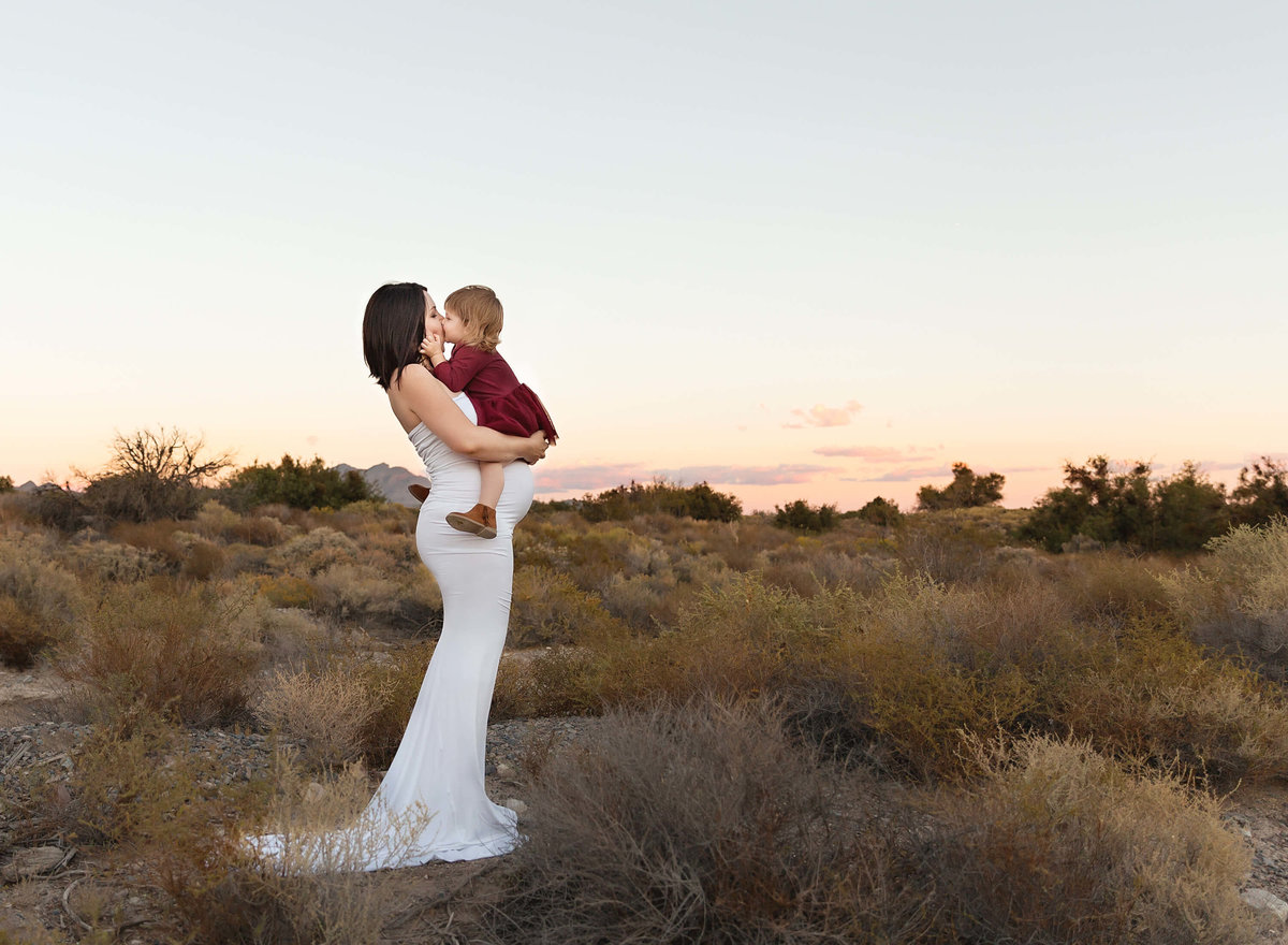 maternity-photography-las-vegas-desert