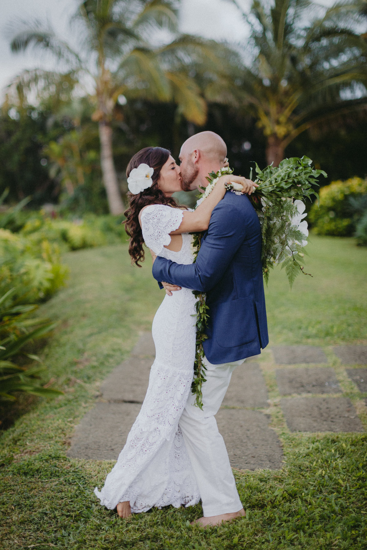creative_modern_kauai_wedding_photographer_18