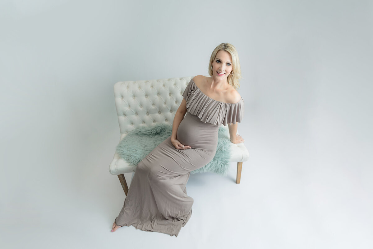 white-pink-studio-maternity-session-inspiration-grey-loft-studio-ottawa-55