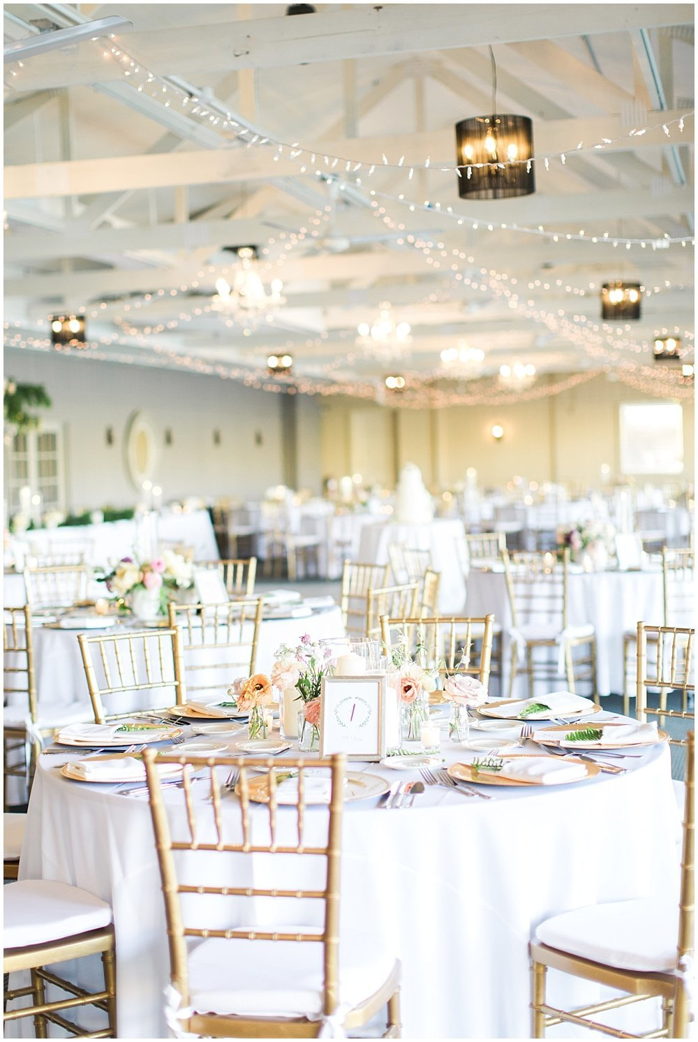 Spring-Floral-Willows-On-Westfield-Lodge-Wedding-Ivan-Louise-Images-Jessica-Dum-Wedding-Coordination_photo_0021