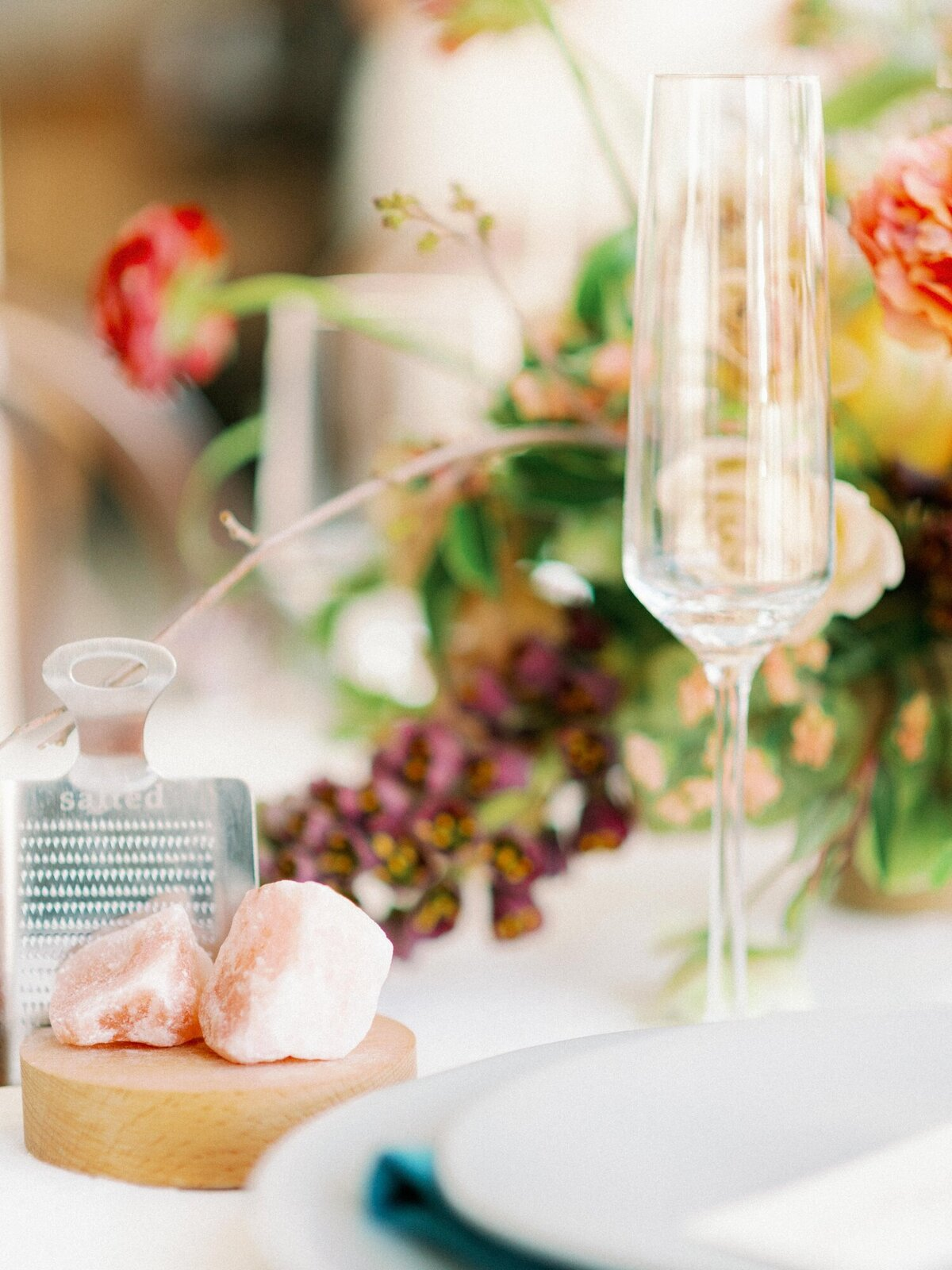 clean-white-colorful-wedding-inspiration_1395