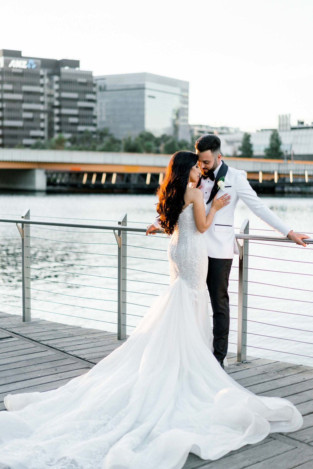 classy-romantic-wedding-melbourne-university-07465