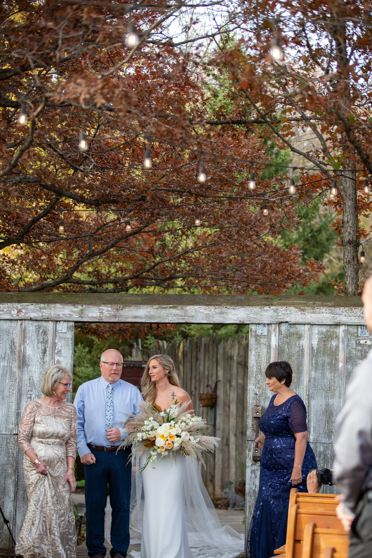 Barnes-place-des-monines-iowa-rustic-wedding-photo-ideasPhoto-109