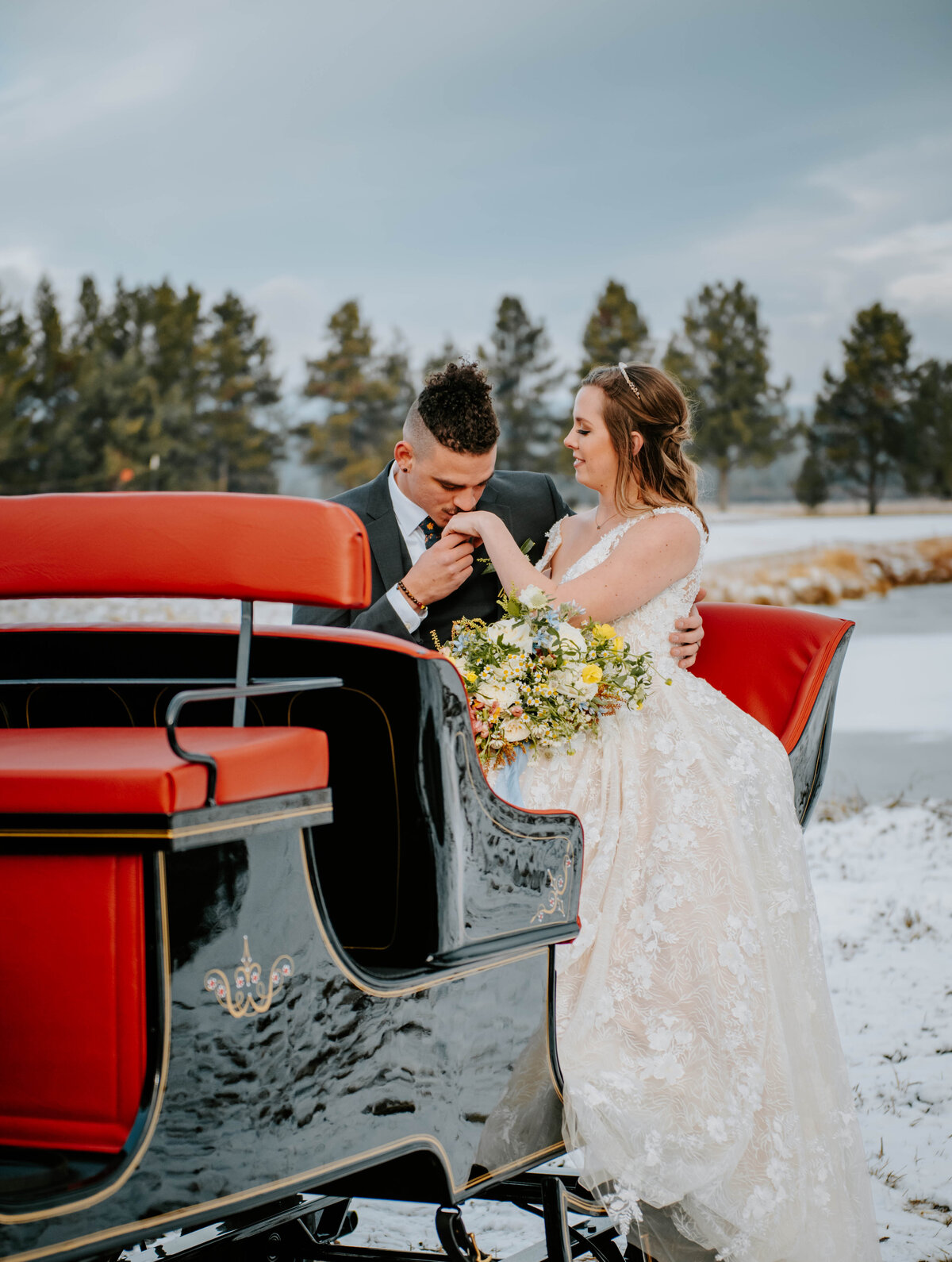 sunriver-resort-oregon-wedding-venue-christmas-elopement-photographer-destination-1894