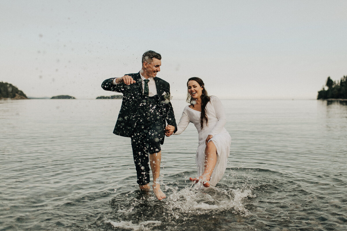 bride and groom in ocean sunshine coast bc sechelt