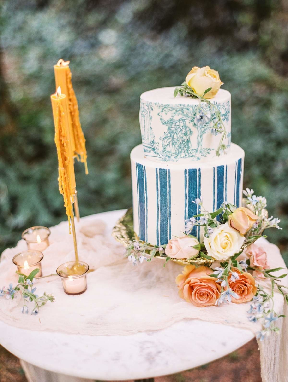 blue-toile-wedding-cake