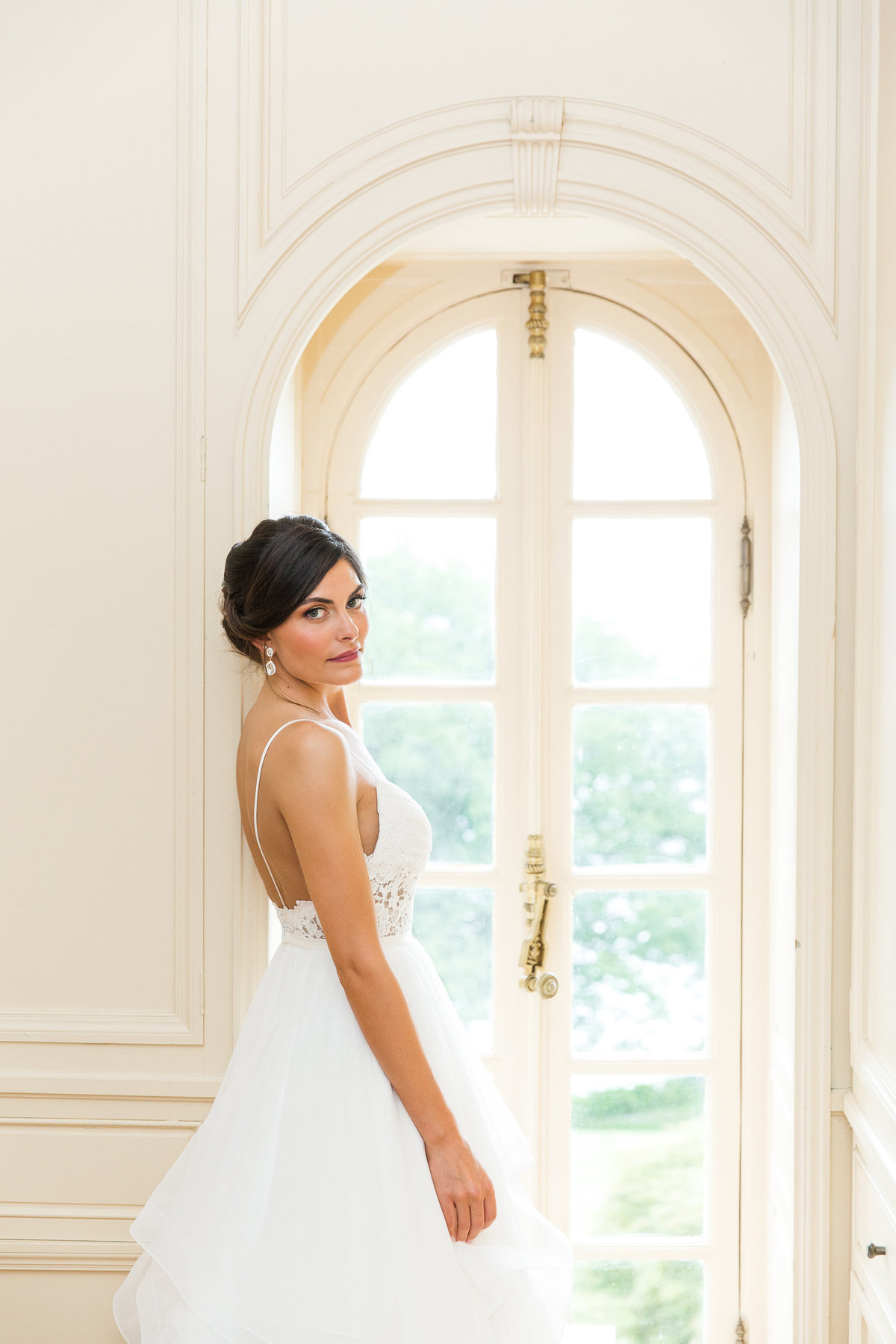 Portraits on the bride in the bridal suite at Glen Manor