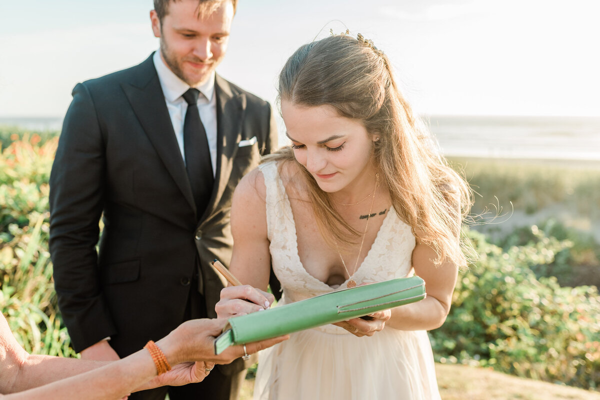 Cannon-Beach-Elopement-Photographer-31