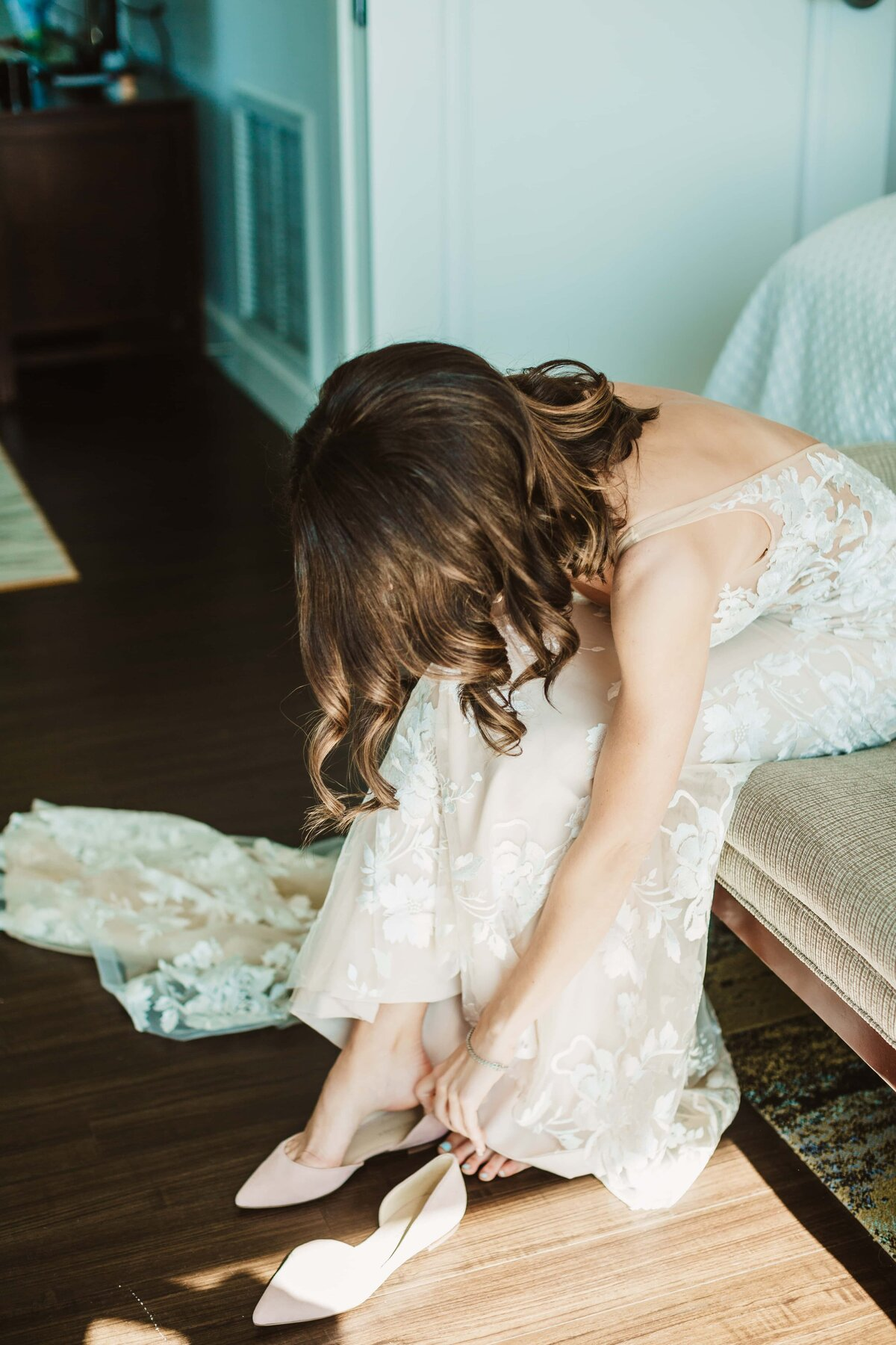 bride-getting-ready-downtown-asheville-hotel
