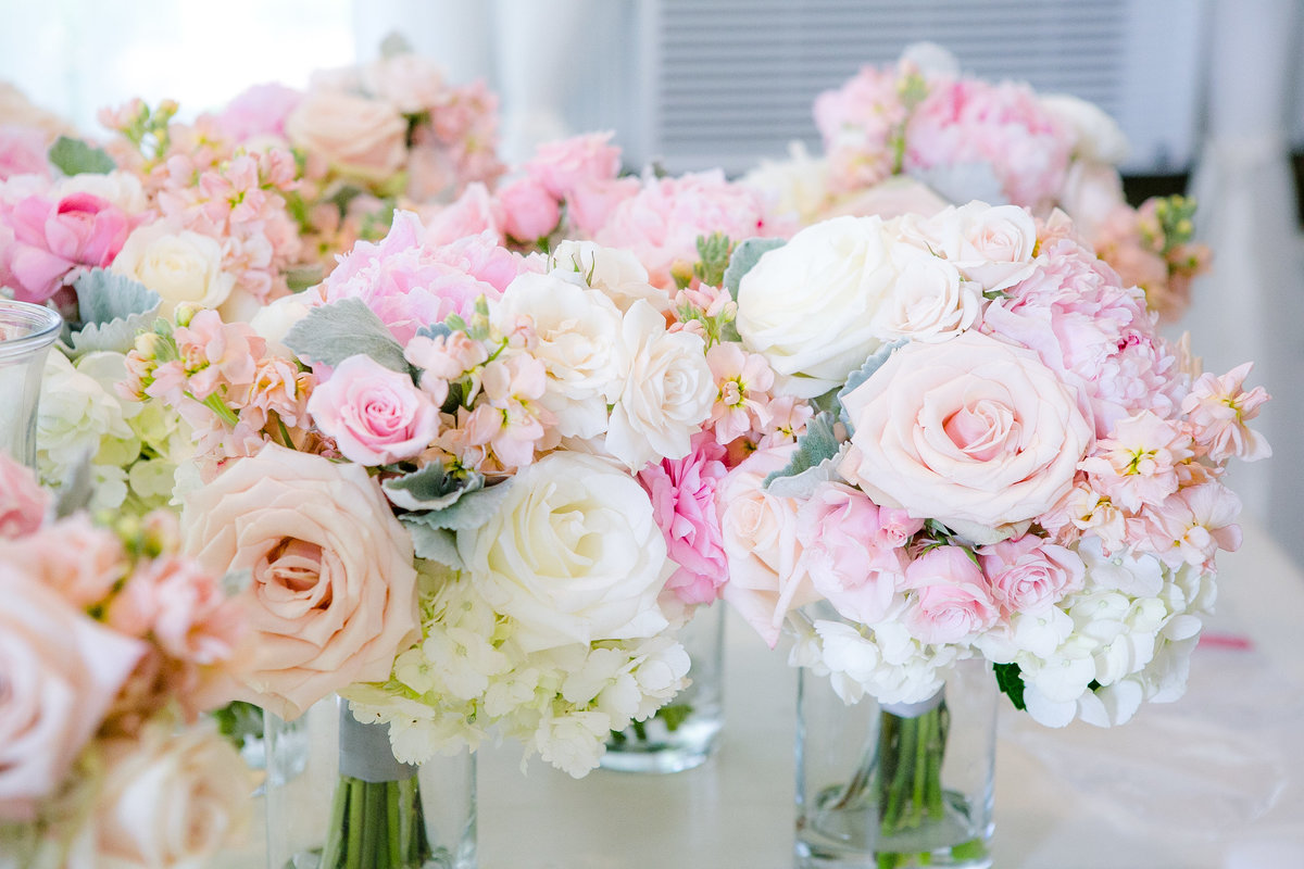 Austin Family Photographer, Tiffany Chapman Photography, bride and groom pink and white bridal bouquets photo