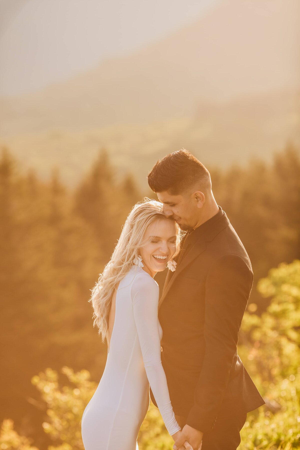 couple-mountain-engagement-photography