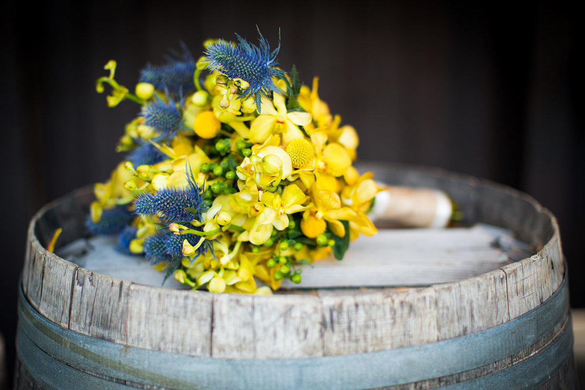 wedding photos yellow flowers rustic bouquet