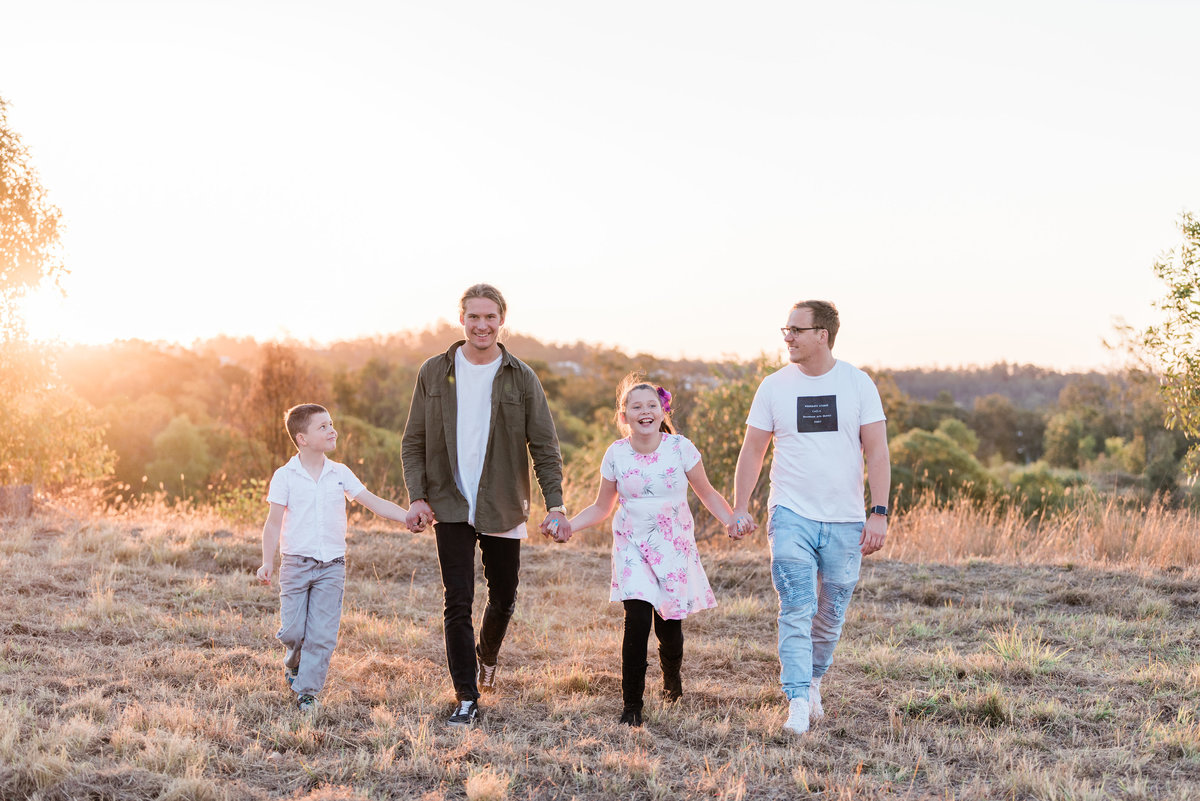 relaxed-family-portraits-sunset-grassy-field-sprinfield-brisbane-lead-images (7 of 12)