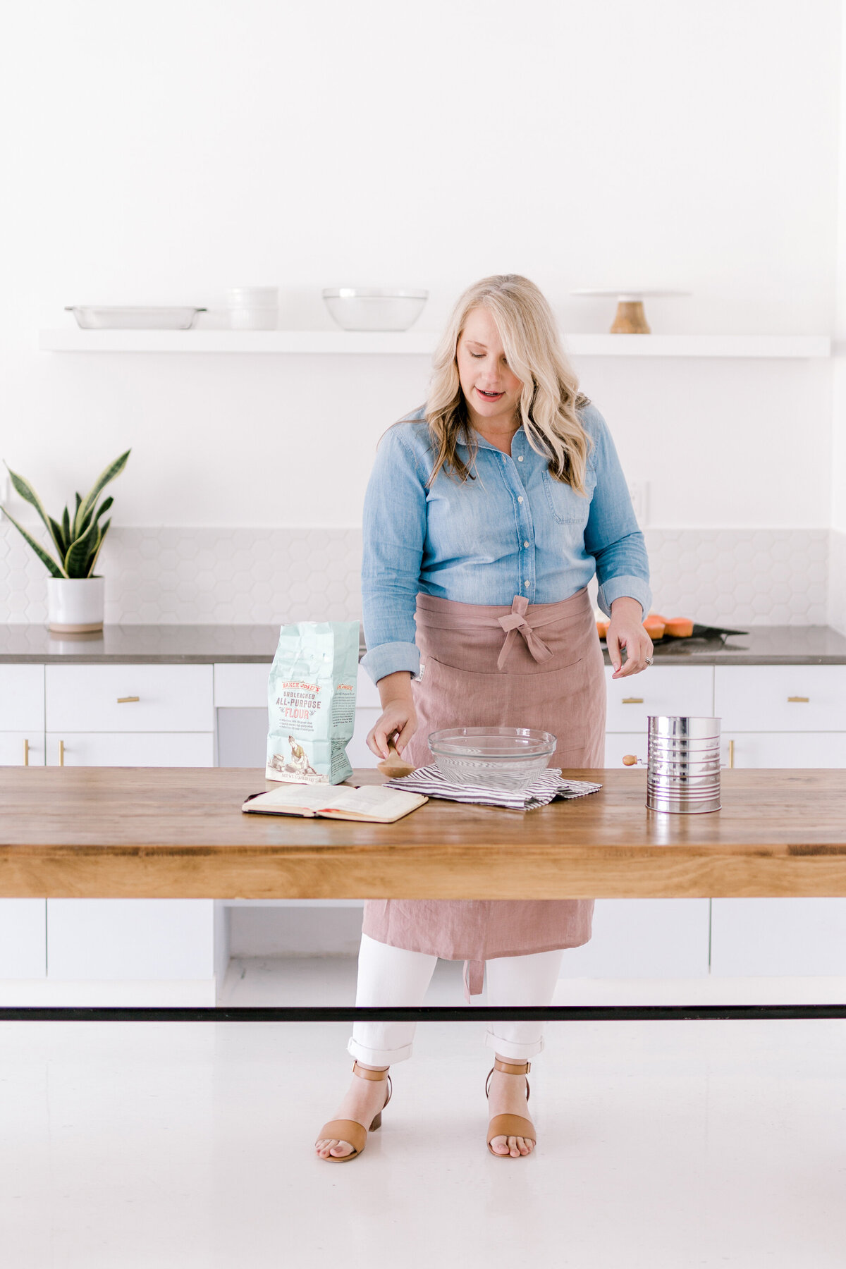 Dallas Brand Photography for Creatives | Laylee Emadi | Catie Ann Baking | Brand Mini Session 1