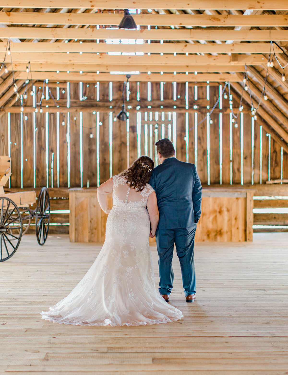 laura-ben-campbell-farm-white-lake-wedding-grey-loft-studio-2020-130