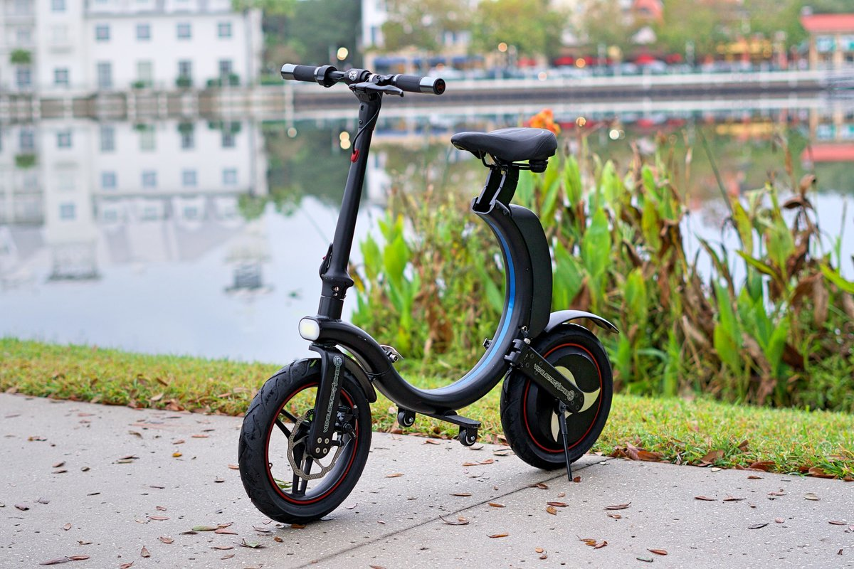 Black Go-Bike Q1 on Lake Front, V&D Electric Bikes