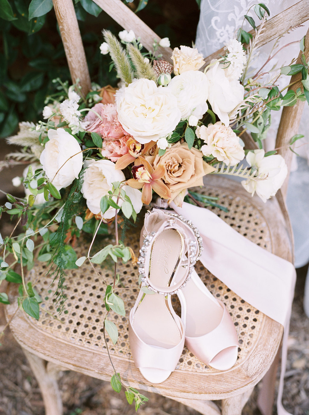 Summer Wedding Tyler Gardens Philadelphia bouquet shoes florist