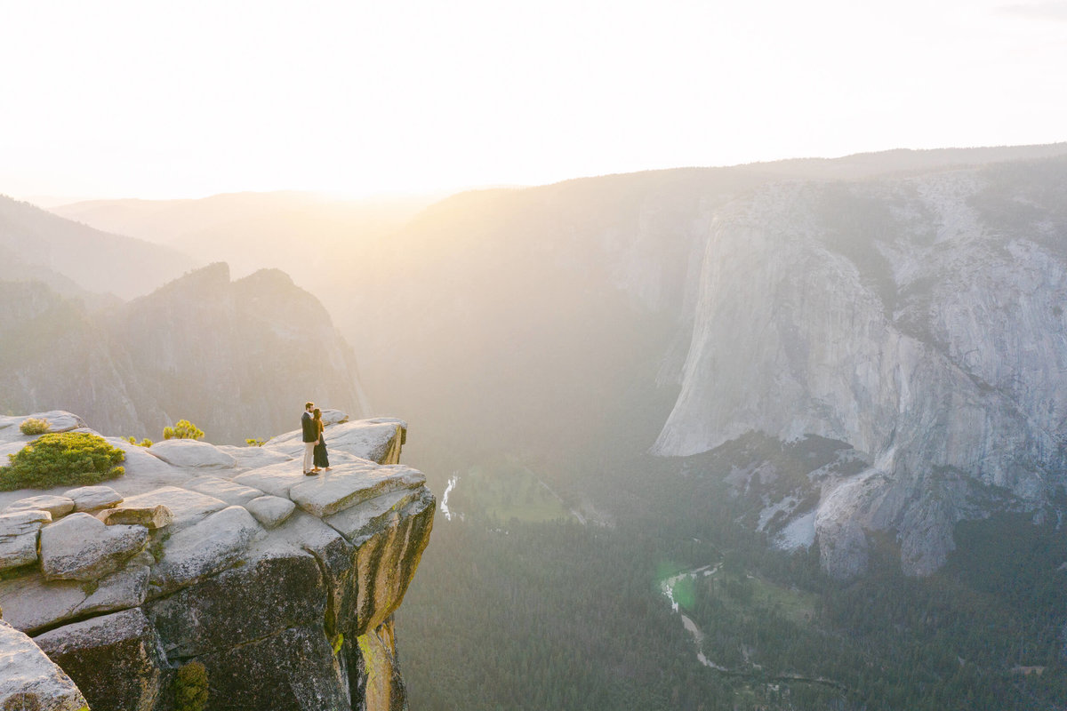 60-KTMerry-destination-engagement-photography-Yosemite-cliff