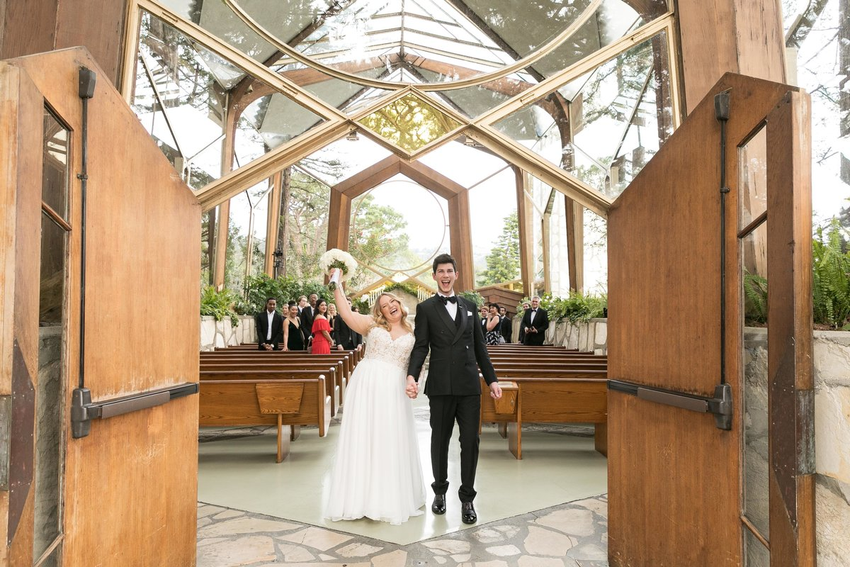 wayfarers_chapel_wedding_couple_yay