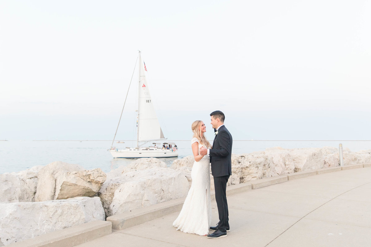 discovery-world-milwaukee-lakefront-wedding-Katie-schubert-wisconsin-wedding-photographer-134
