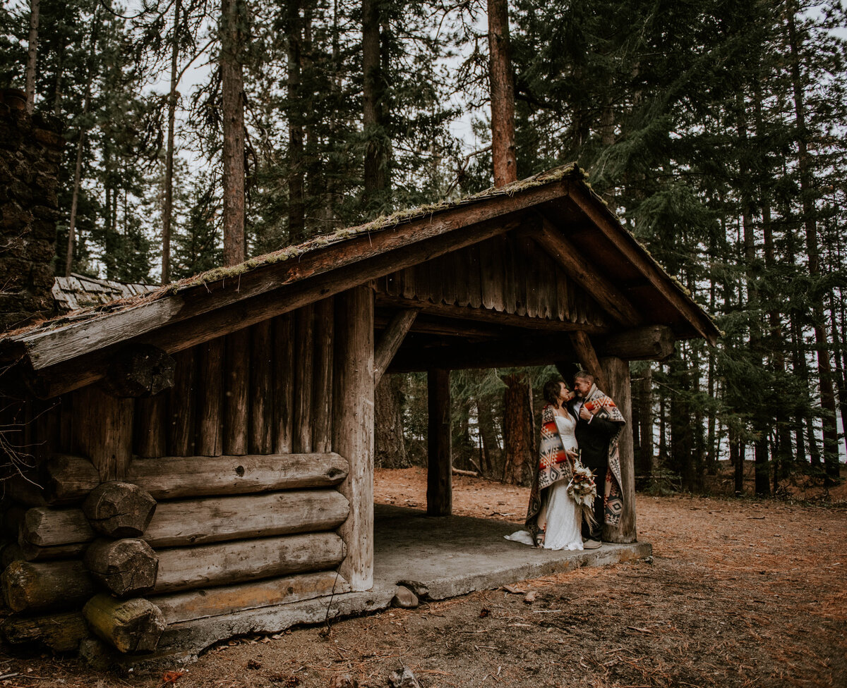 suttle-lake-sisters-oregon-lodge-woods-vow-renewal-photographer-wedding-elopement-2924