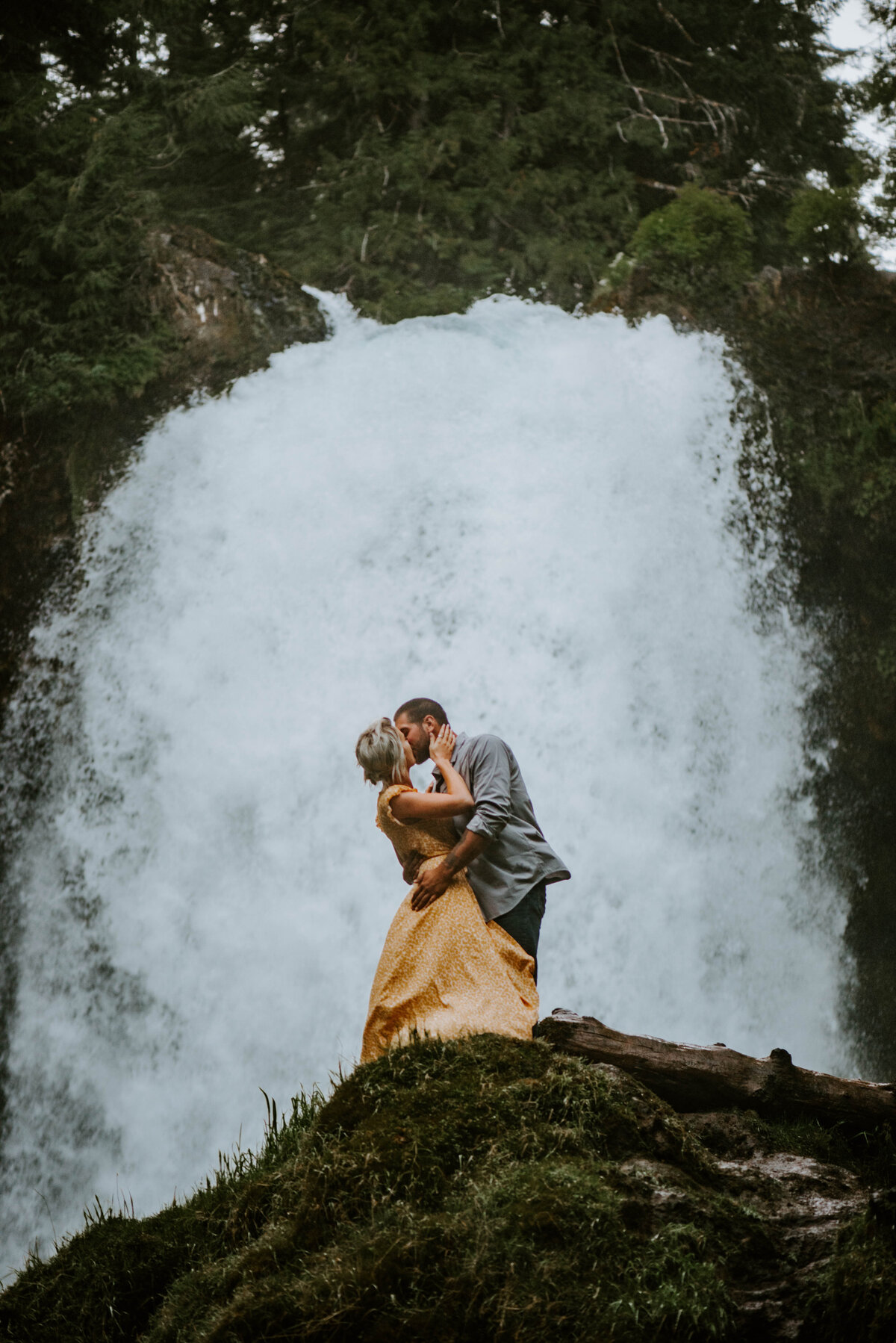 sahalie-falls-oregon-engagement-elopement-photographer-central-waterfall-bend-forest-old-growth-7475