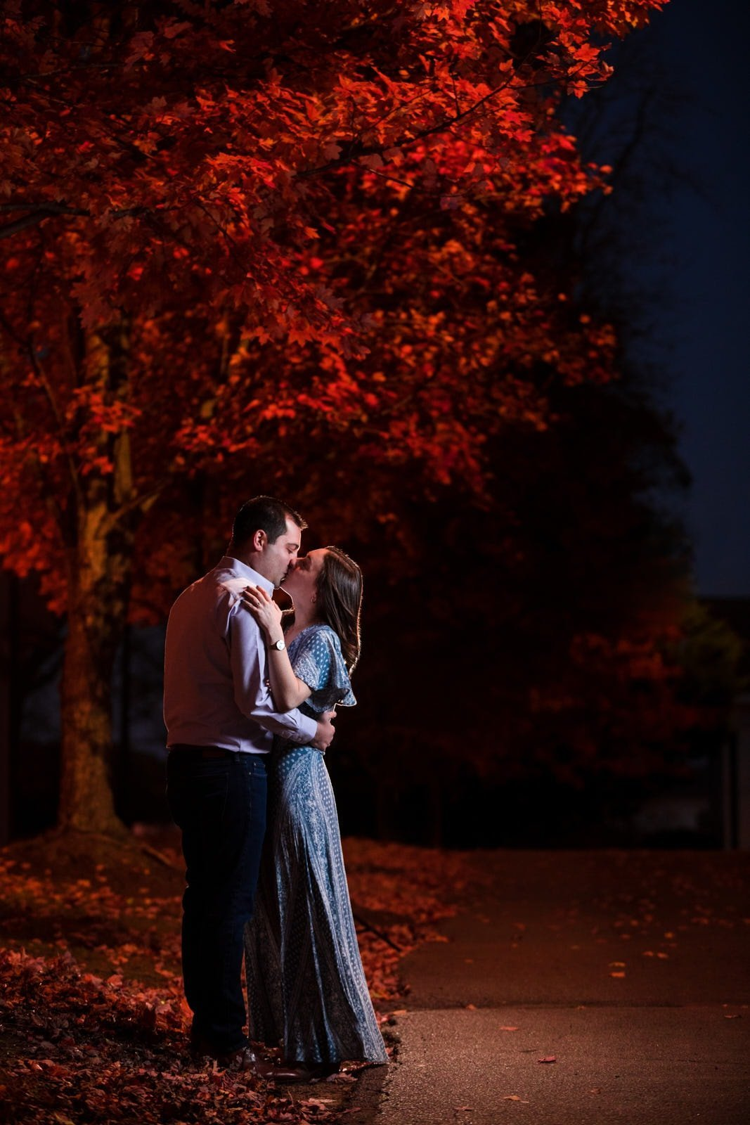 Mike Glatzer Photography fall forest engagement session couple kissing