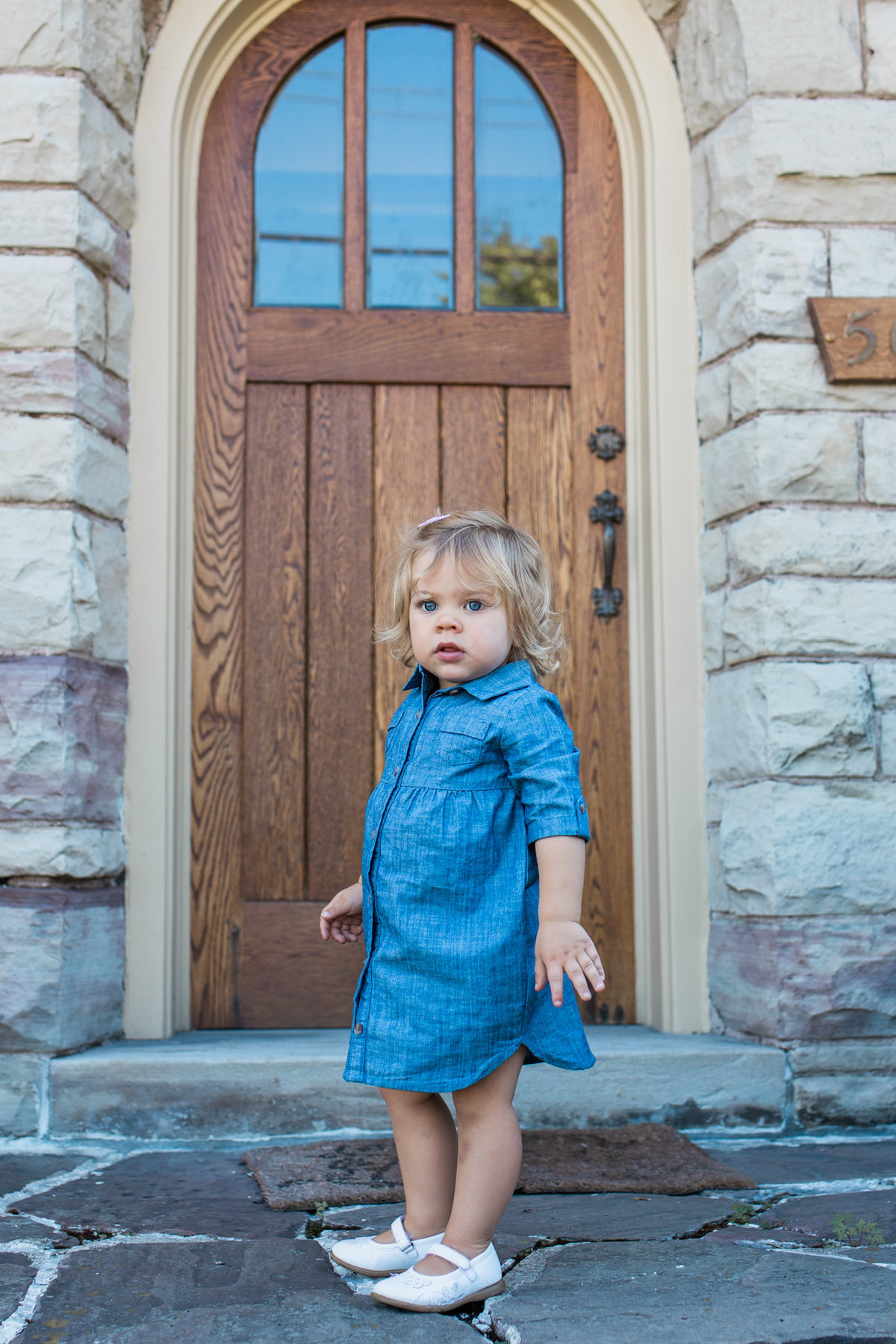 Little girl on front steps during lifestyle family session in Hamilton with Jennifer Blaak Photography