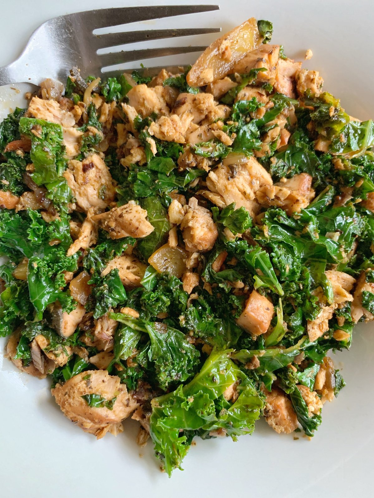 Grilled-Salmon-Kale-Salad_3819