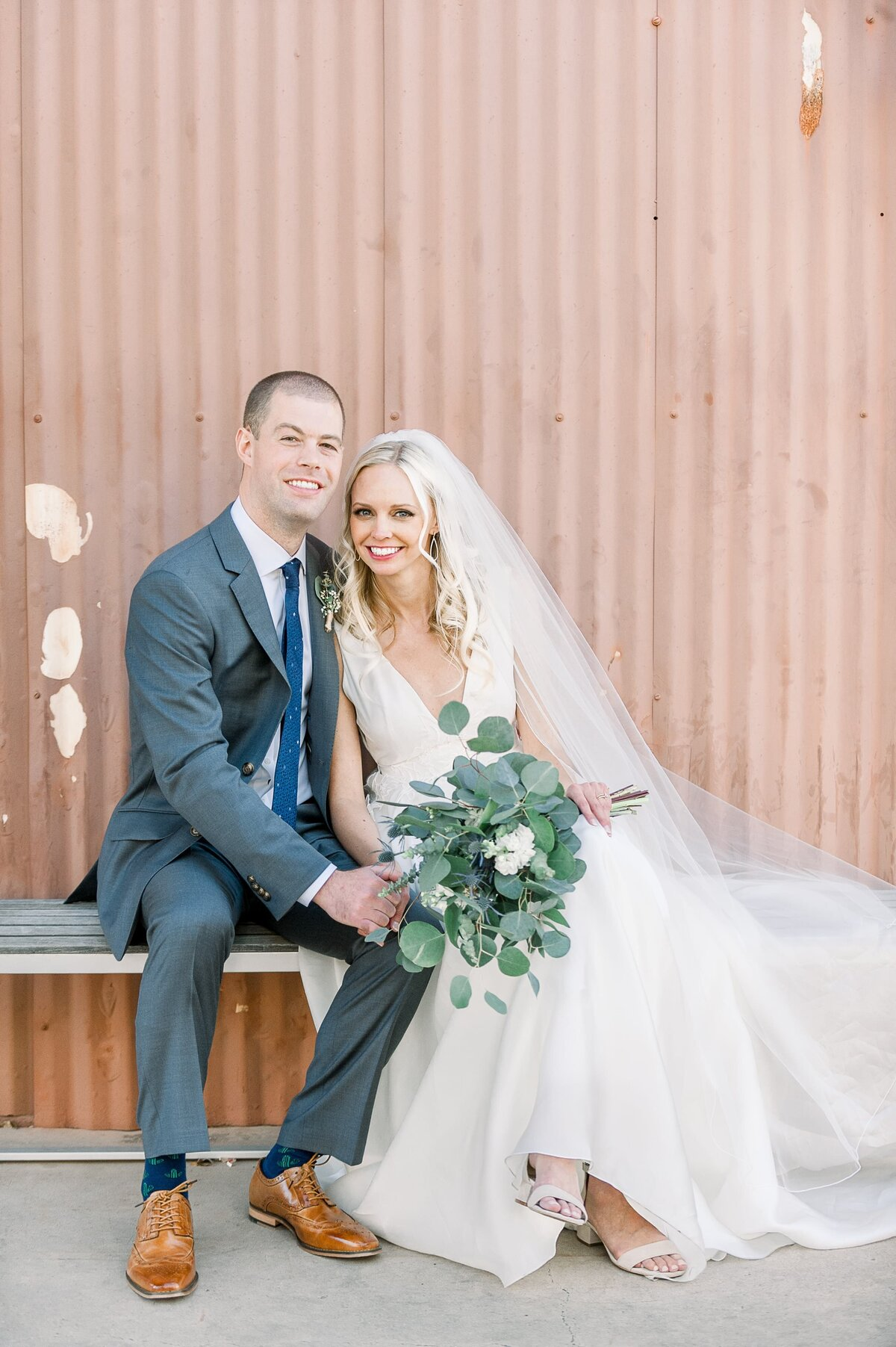 Warehouse-215-wedding-by-Leslie-Ann-Photography-00067