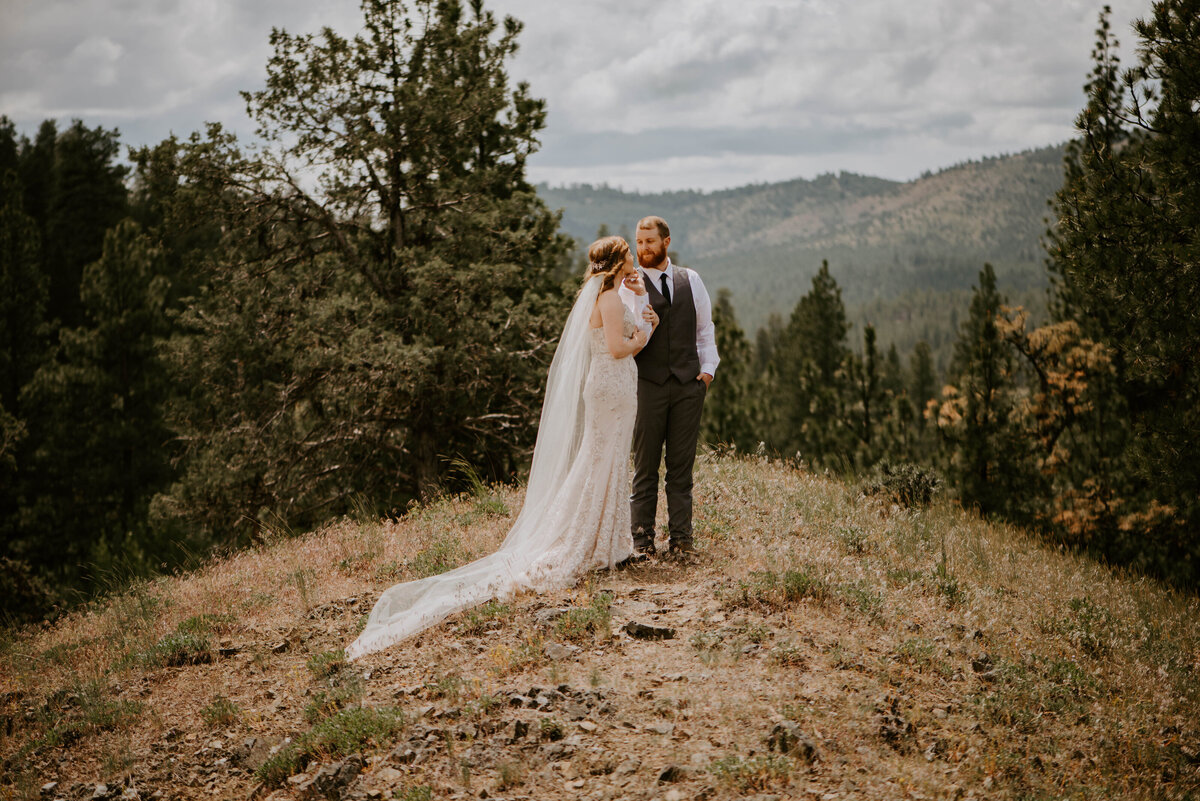 ochoco-forest-central-oregon-elopement-pnw-woods-wedding-covid-bend-photographer-inspiration2193