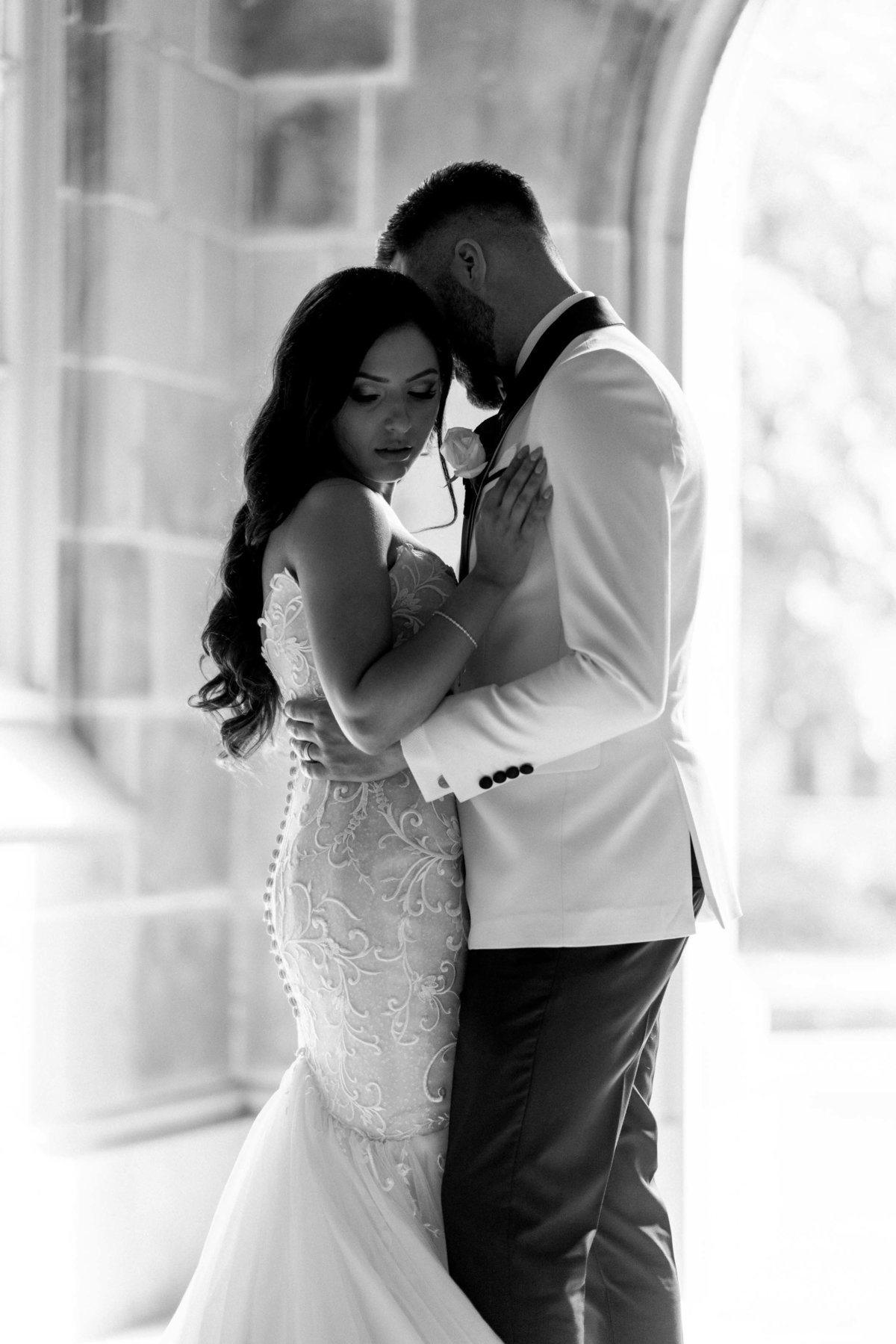 classy-romantic-wedding-melbourne-university-07001