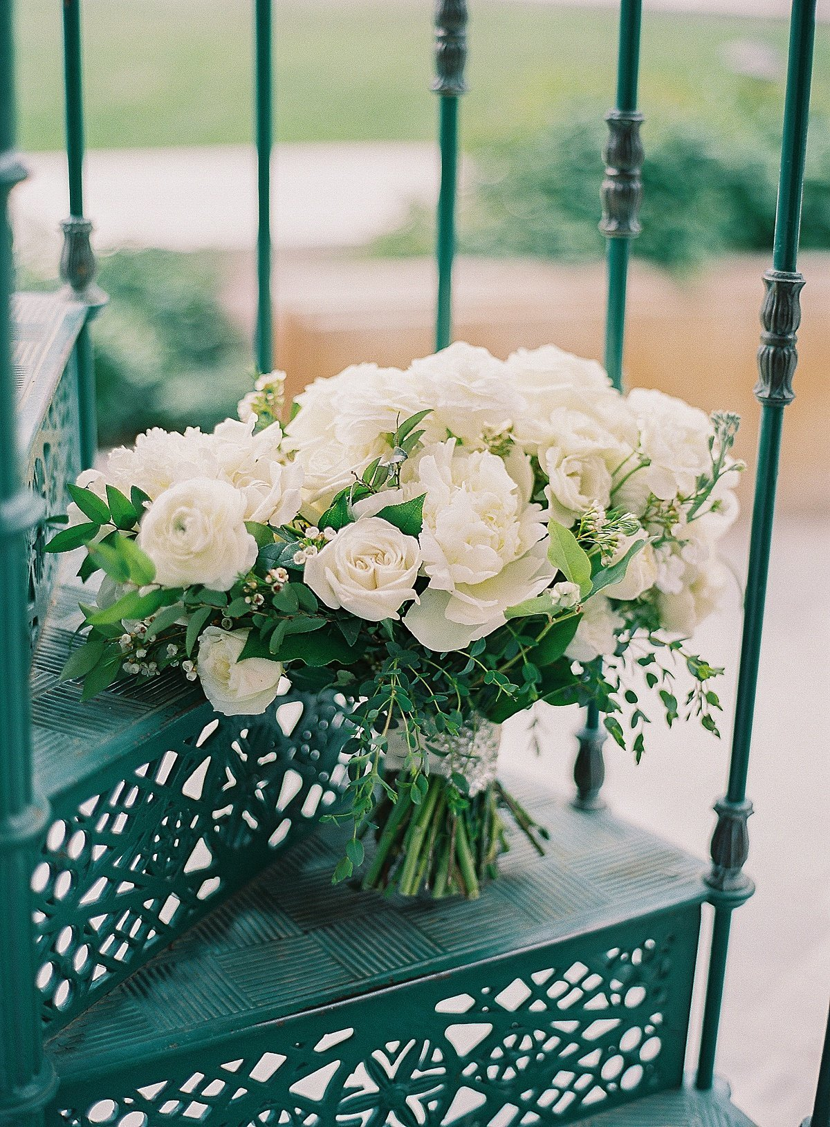 Posh Peony Newhall Mansion Piru Lush White Floral and Greenery Wedding_0000