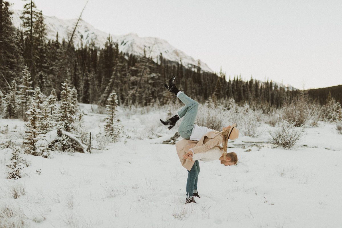 liv_hettinga_photography_canmore_mountain_engagement-18