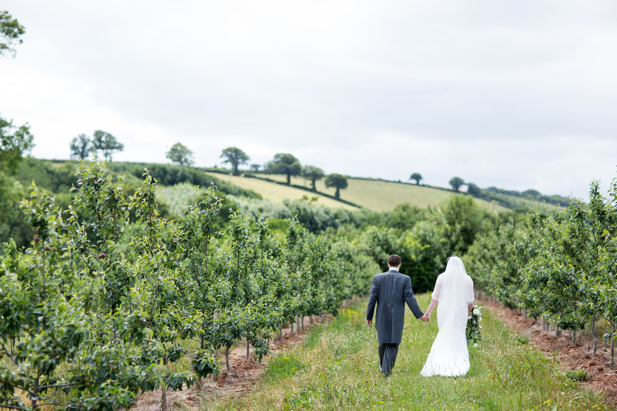 wedding photography at the corn barn cullompton devon in spring