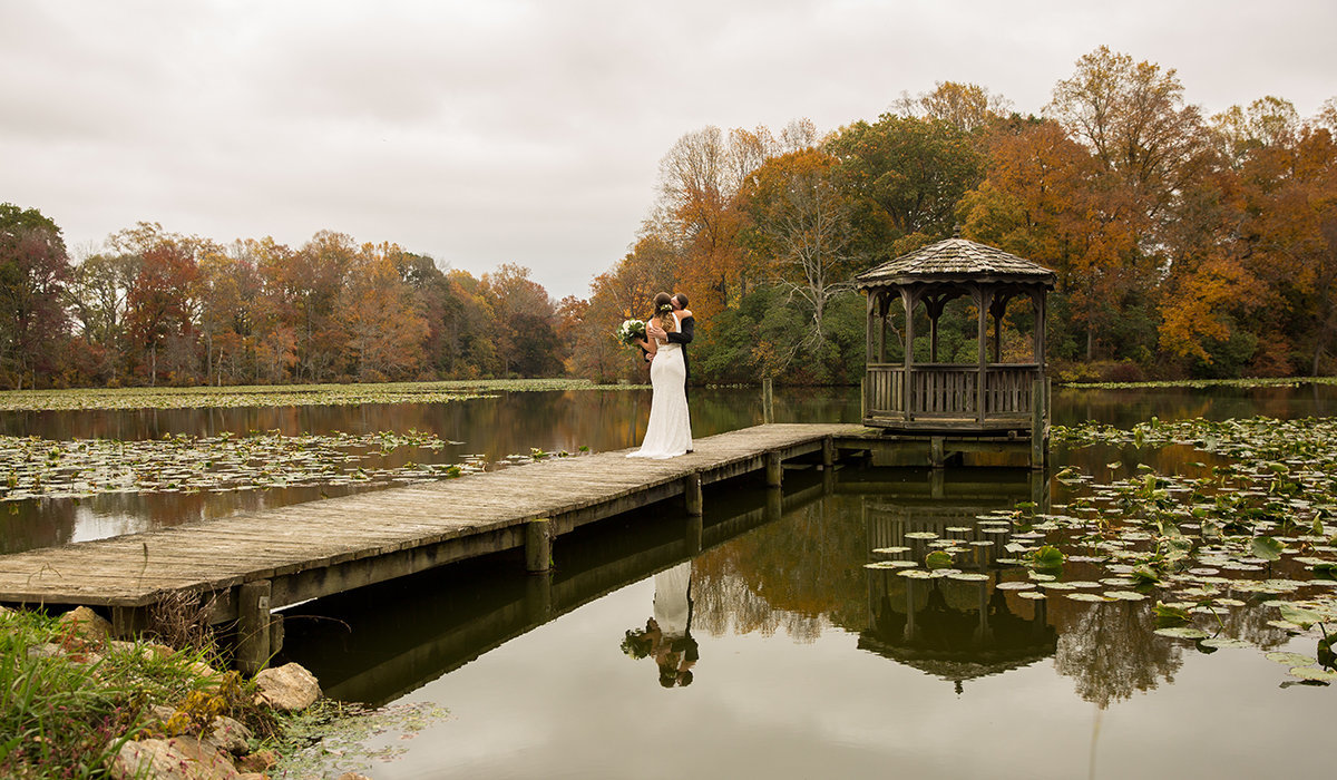 first-look-reflection-knoxville-weding-photographer