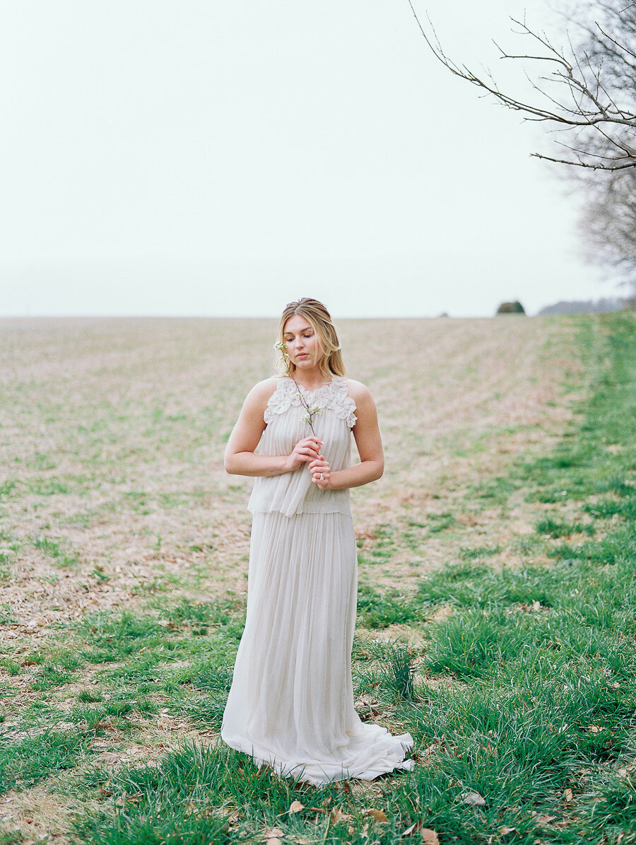 Graceful_Countryside_Fine_Art_Bridal_Maryland_Wedding_Megan_Harris_Photography-59
