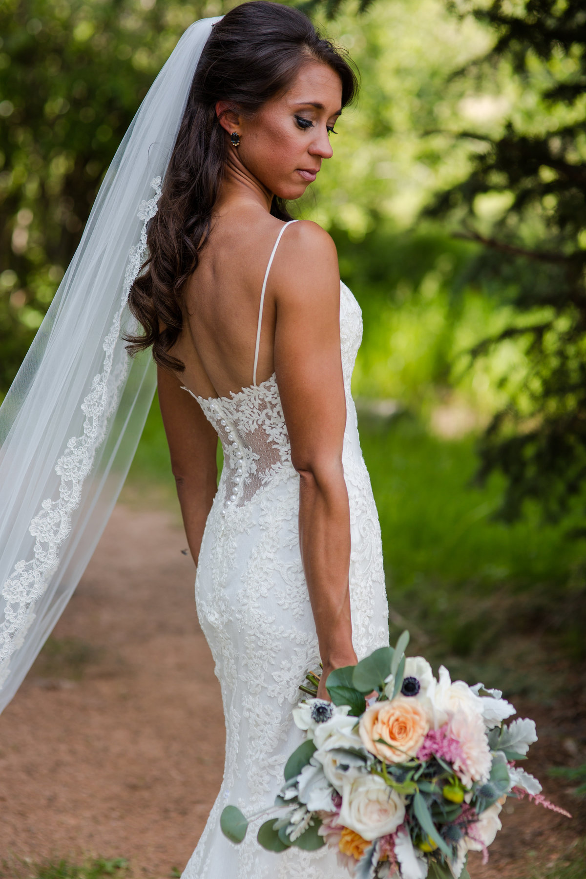gorgeous wedding dress fit bride