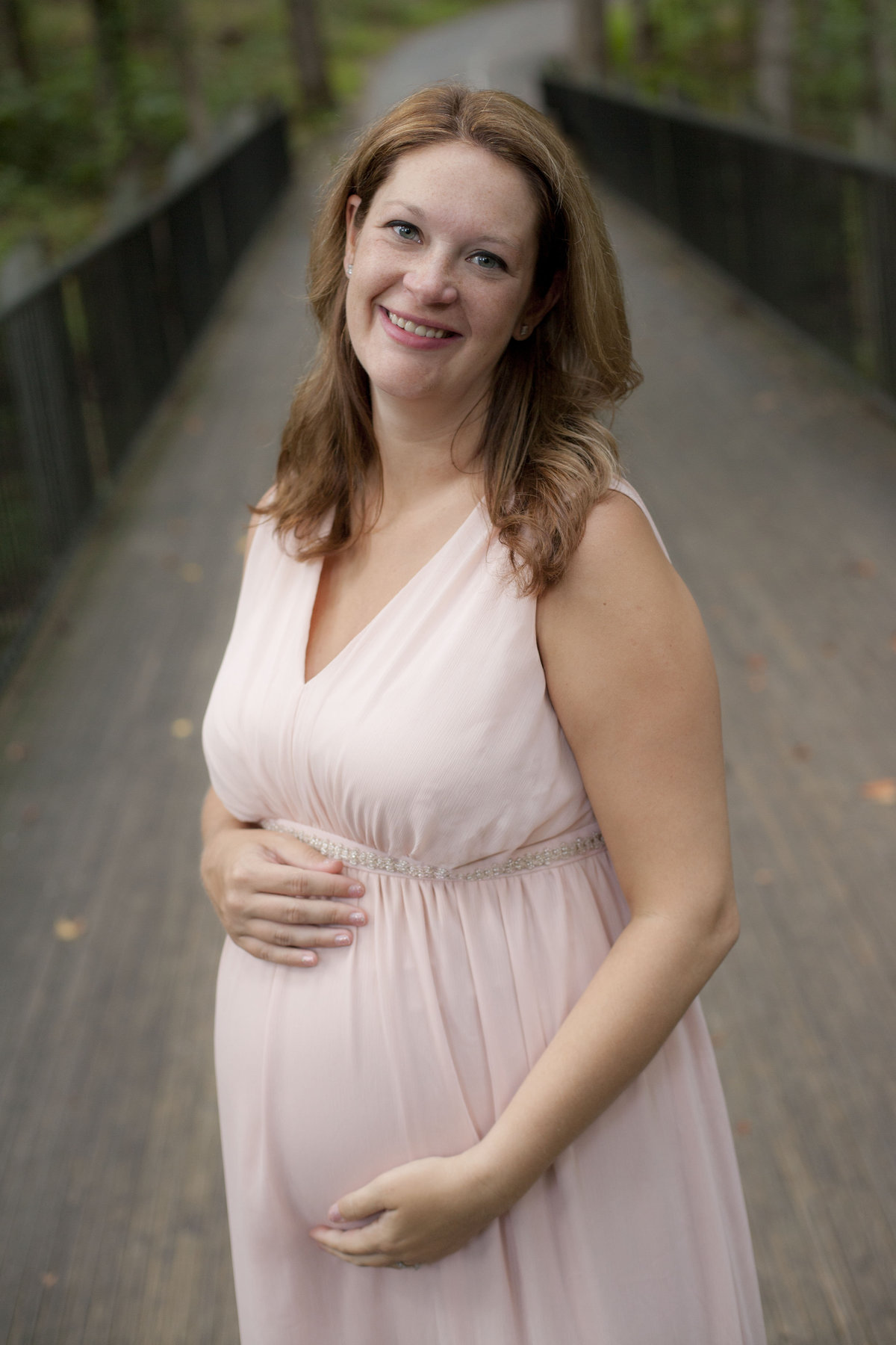 monroe_photographer_a_focused_life_photography_maternity_session_tribble_mill_park_gwinnett_county_pink_dress