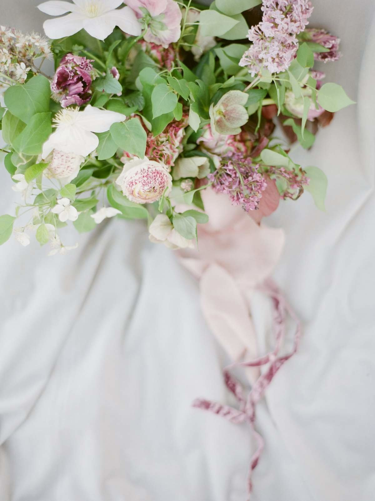 lilac-bridal-bouquet-by-the-day's-design