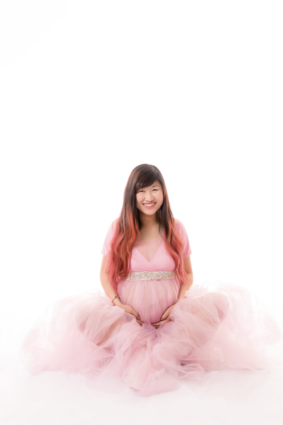 Pregnancy session with a pink tulle gown