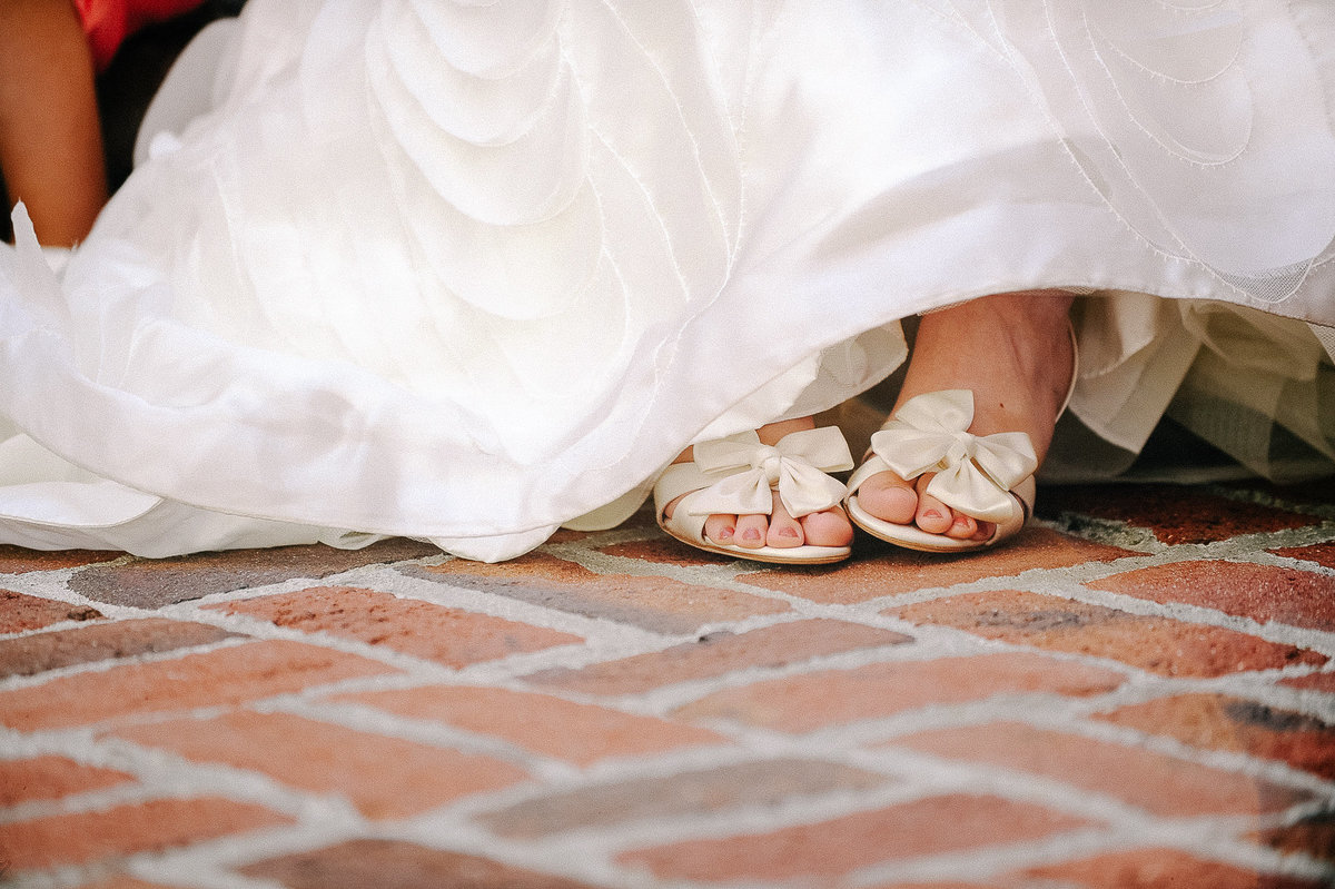 A peek of the bride's shos on her wedding day.