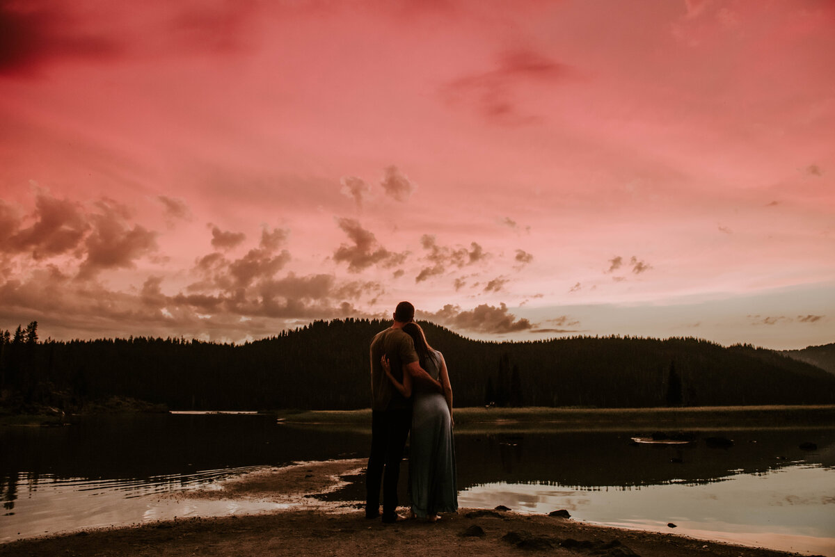 sparks-lake-oregon-couple-photographer-elopement-bend-lakes-bachelor-sisters-sunset-6476