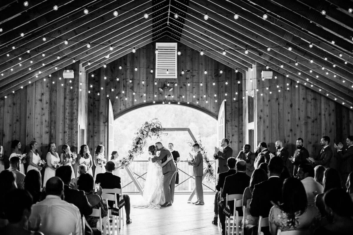 NikkiSanterre_CharlottesvilleFilmWeddingPhotographer_CastleHillCiderWedding_StephandErik-505
