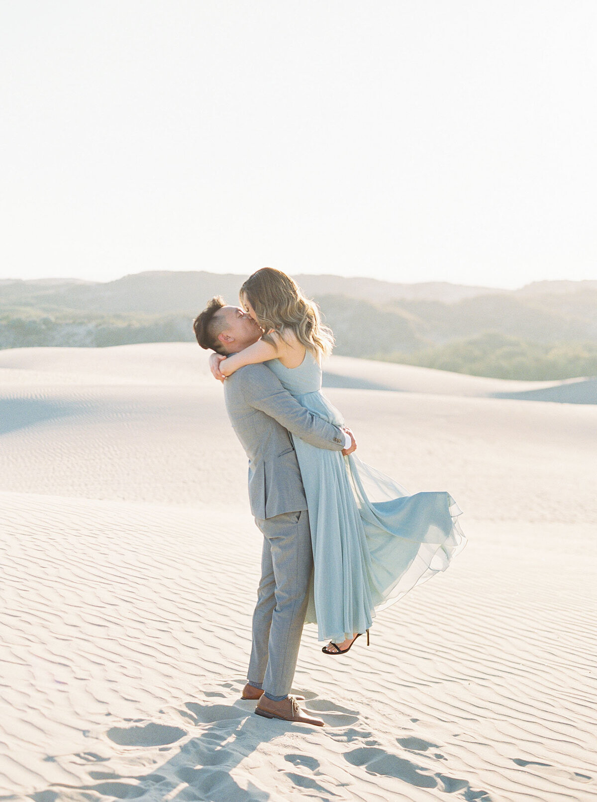 sand-dune-engagement-photos-13