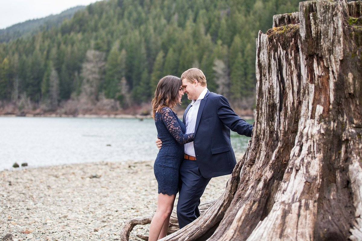 winter-Rattlesnake-Lake-engagement-pictures (2)