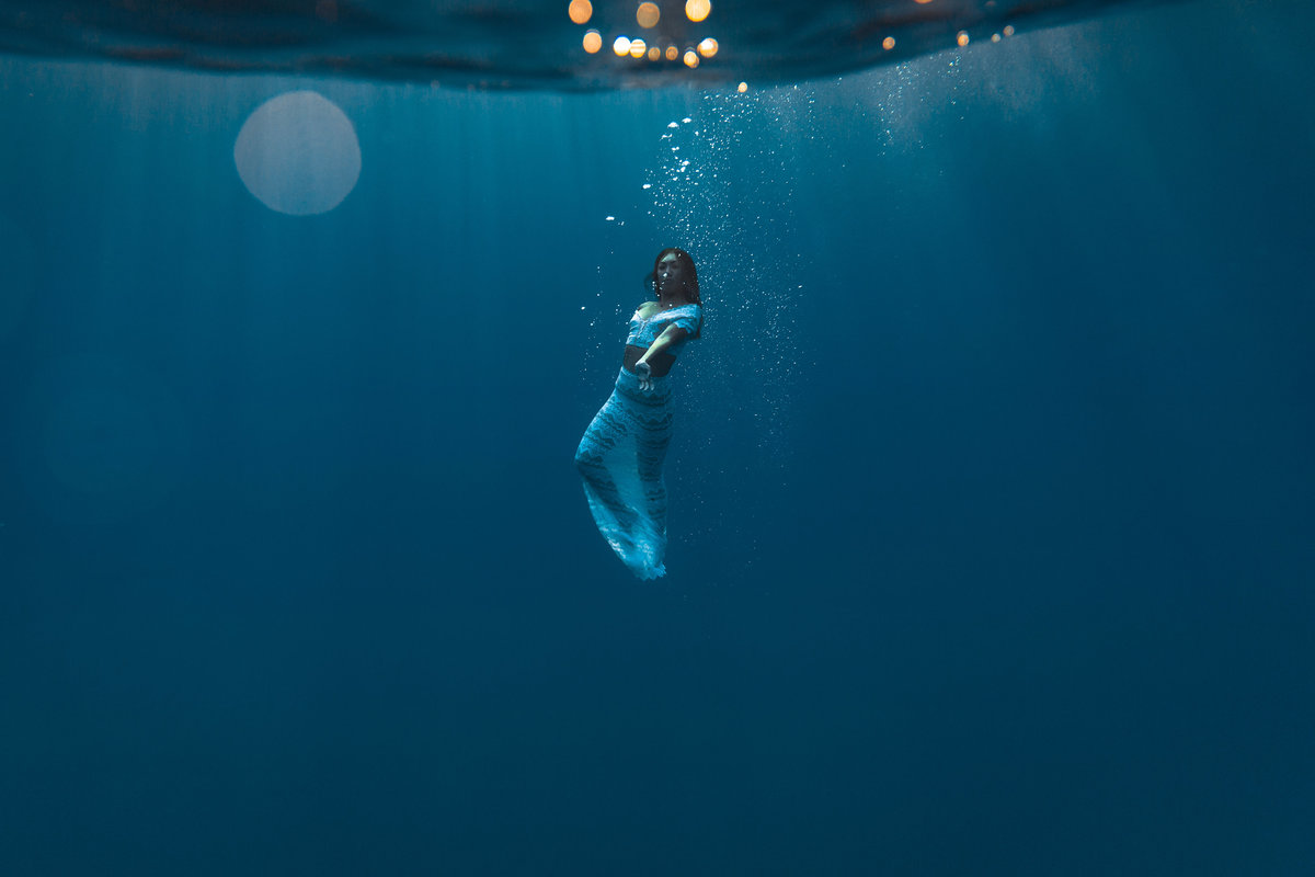 Underwater Trash the Dress Portraits-19